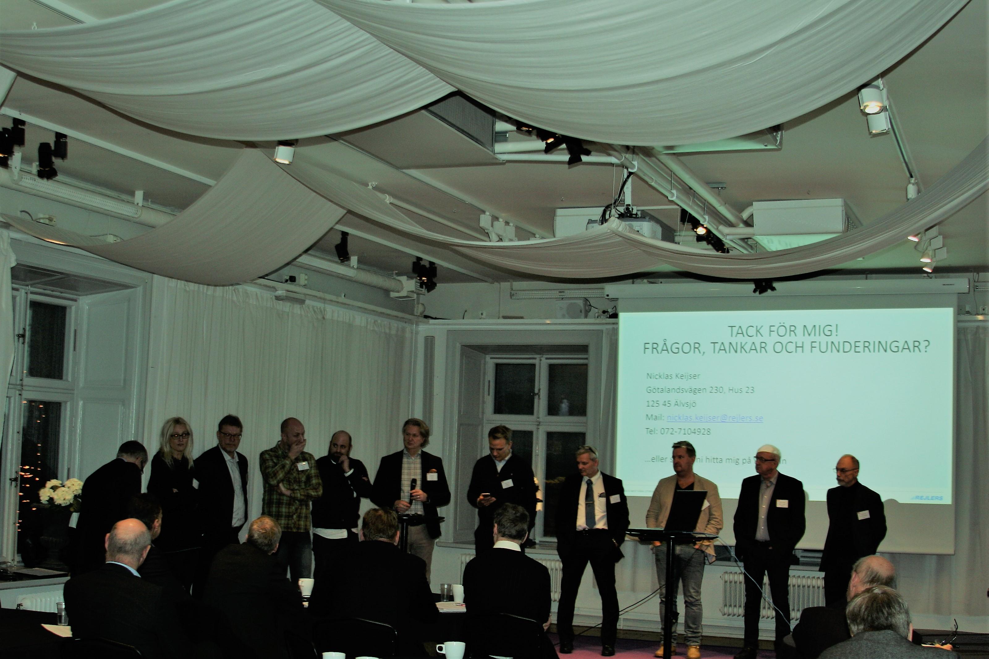 Bild 14 Paneldebattörer